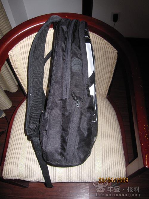 其手机放置于背包侧袋中作为托运行李上机