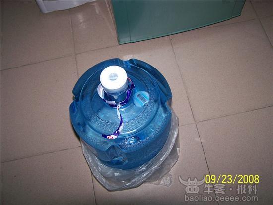 景田百岁山桶装水有杂物