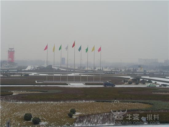 [组图]实拍山东济南机场雪景