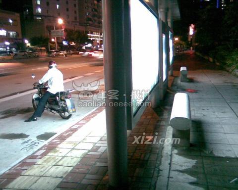惠州最搞笑的公交候车亭高清图片