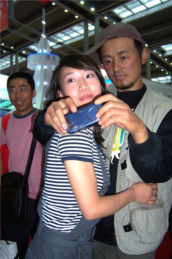文博中丝绸帅哥抢抱一个多名被子美女美女图片
