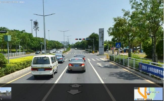 望海路深圳湾公园段北行堵车不仅仅是路边乱停车的原因,红绿灯也有