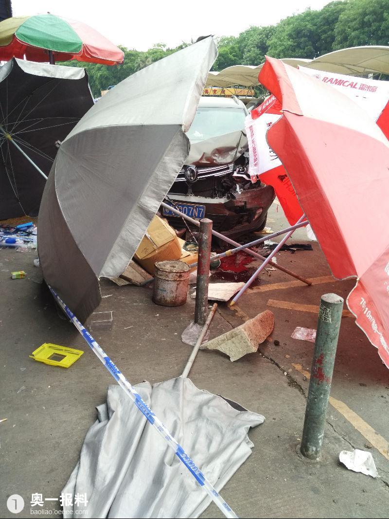 广州市荔湾区花地湾花鸟鱼虫市场发生斗殴,车撞人事故