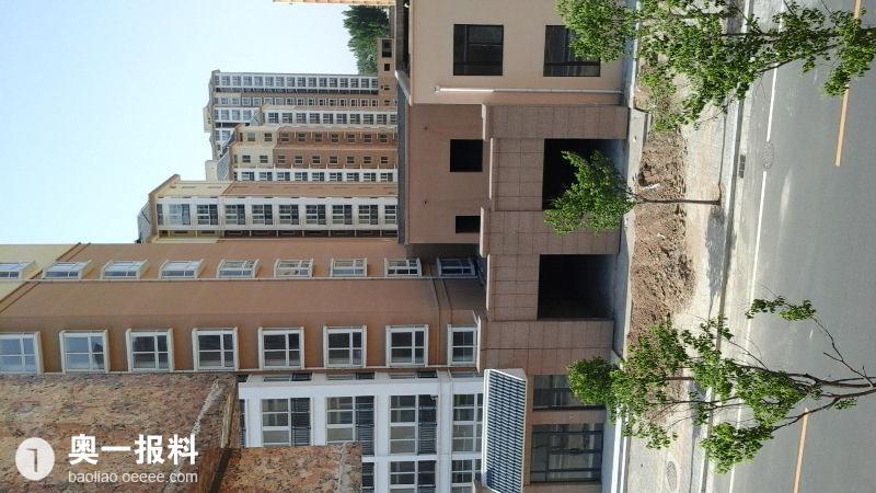 开封市左岸风景小区4号楼东面违章建筑小偷踩着墙容易